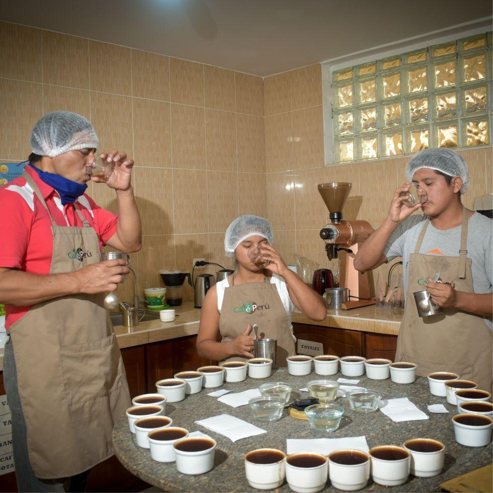 https://cafe-peru.com/wp-content/uploads/2020/05/Labo-portada.jpg